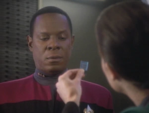 Dax shows Sisko the chip