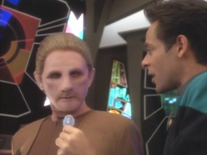 Bashir talks to Odo